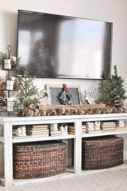 Stunning Winter Living Room Decor Ideas You Should Try 33