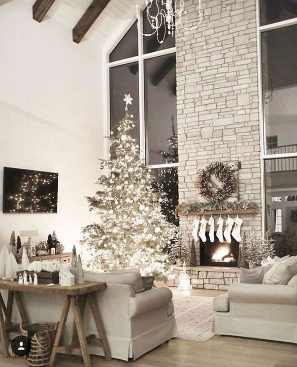 Stunning Winter Living Room Decor Ideas You Should Try 35