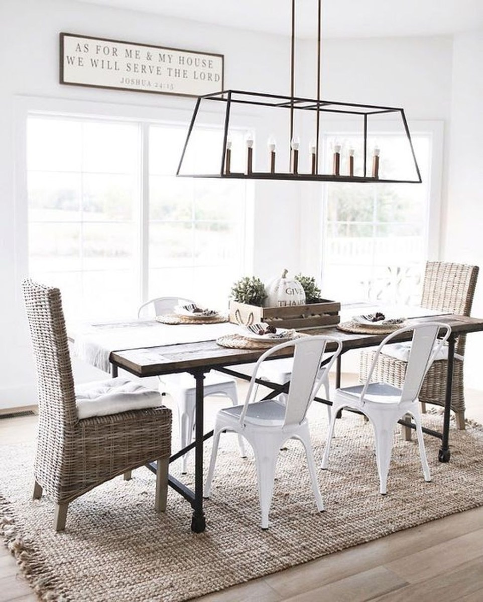 The Best Winter Dining Room Decorations 26
