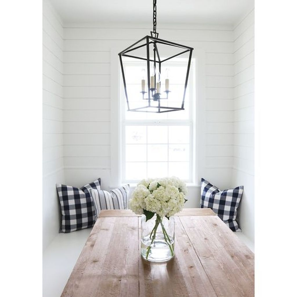 The Best Winter Dining Room Decorations 47