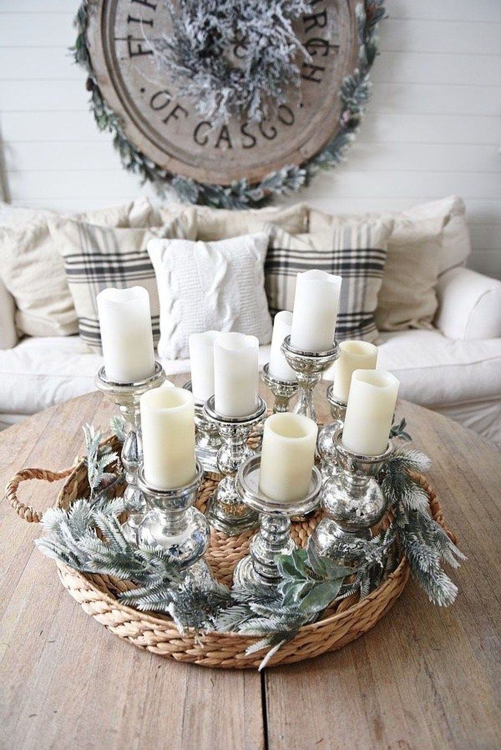 Applying Wooden Planks Correctly To Make Rustic Winter Home Decoration 15