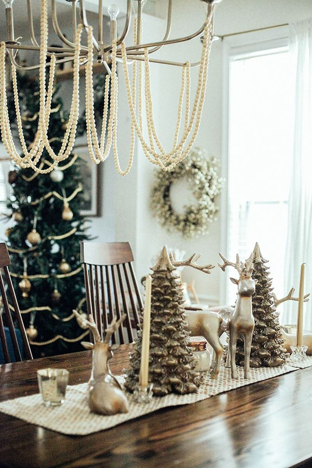 Beautiful Christmas Dining Room Decor Ideas Should You Apply This Winter 12