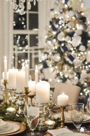 Beautiful Christmas Dining Room Decor Ideas Should You Apply This Winter 18