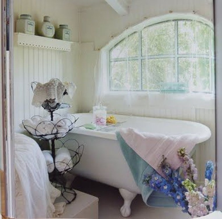 Beautiful Romantic Bathroom Decorations 21