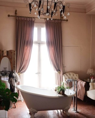 Beautiful Romantic Bathroom Decorations 37