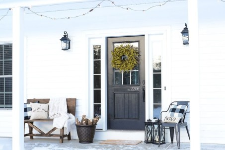 Lovely Winter Front Porch Decoration That Will Make Your Porch Looks Beautiful 15