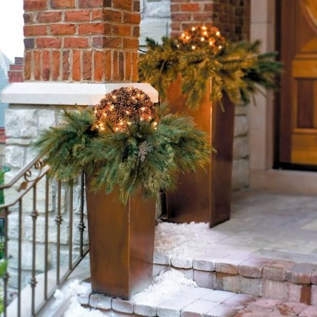 Lovely Winter Front Porch Decoration That Will Make Your Porch Looks Beautiful 16