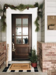 Lovely Winter Front Porch Decoration That Will Make Your Porch Looks Beautiful 19