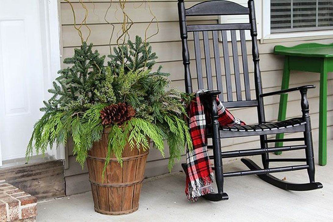 Lovely Winter Front Porch Decoration That Will Make Your Porch Looks Beautiful 20
