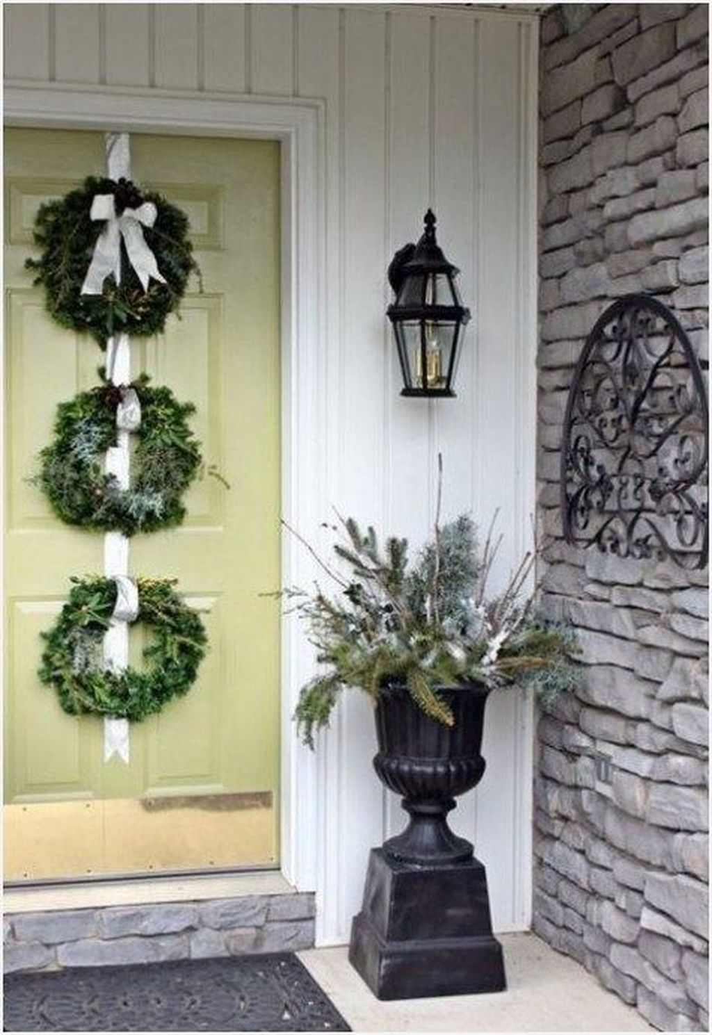 Lovely Winter Front Porch Decoration That Will Make Your Porch Looks Beautiful 23