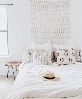 Make Your Bedroom More Romantic With These Romantic Bedroom Decorations 09