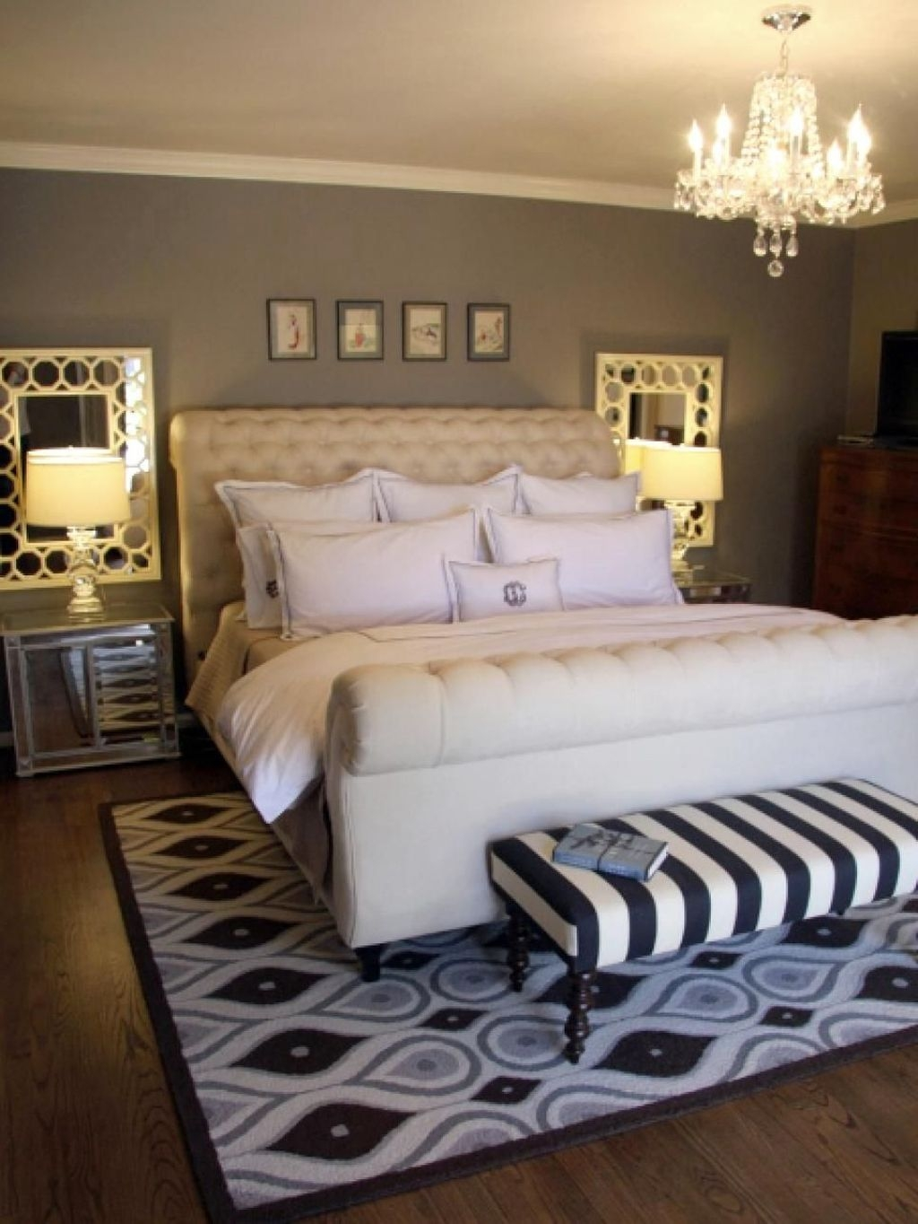 Make Your Bedroom More Romantic With These Romantic Bedroom Decorations 25