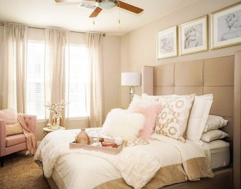 Make Your Bedroom More Romantic With These Romantic Bedroom Decorations 30