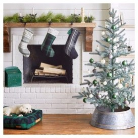 Nice Mantel Decorations Best For Winter 29
