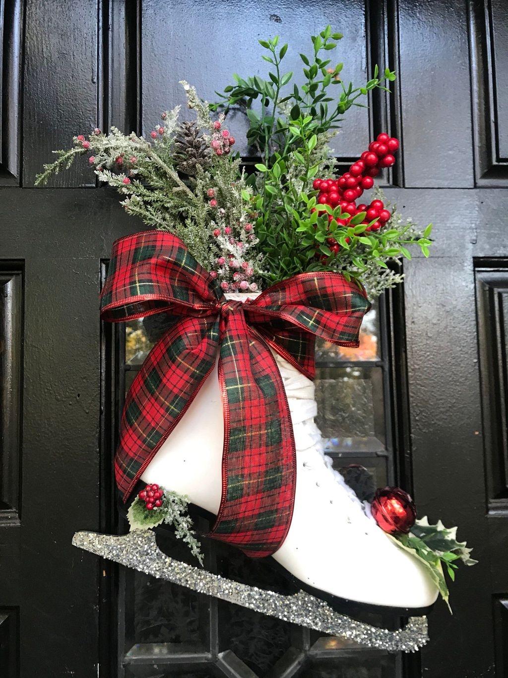 Popular Winter Front Door Decoration Ideas 03