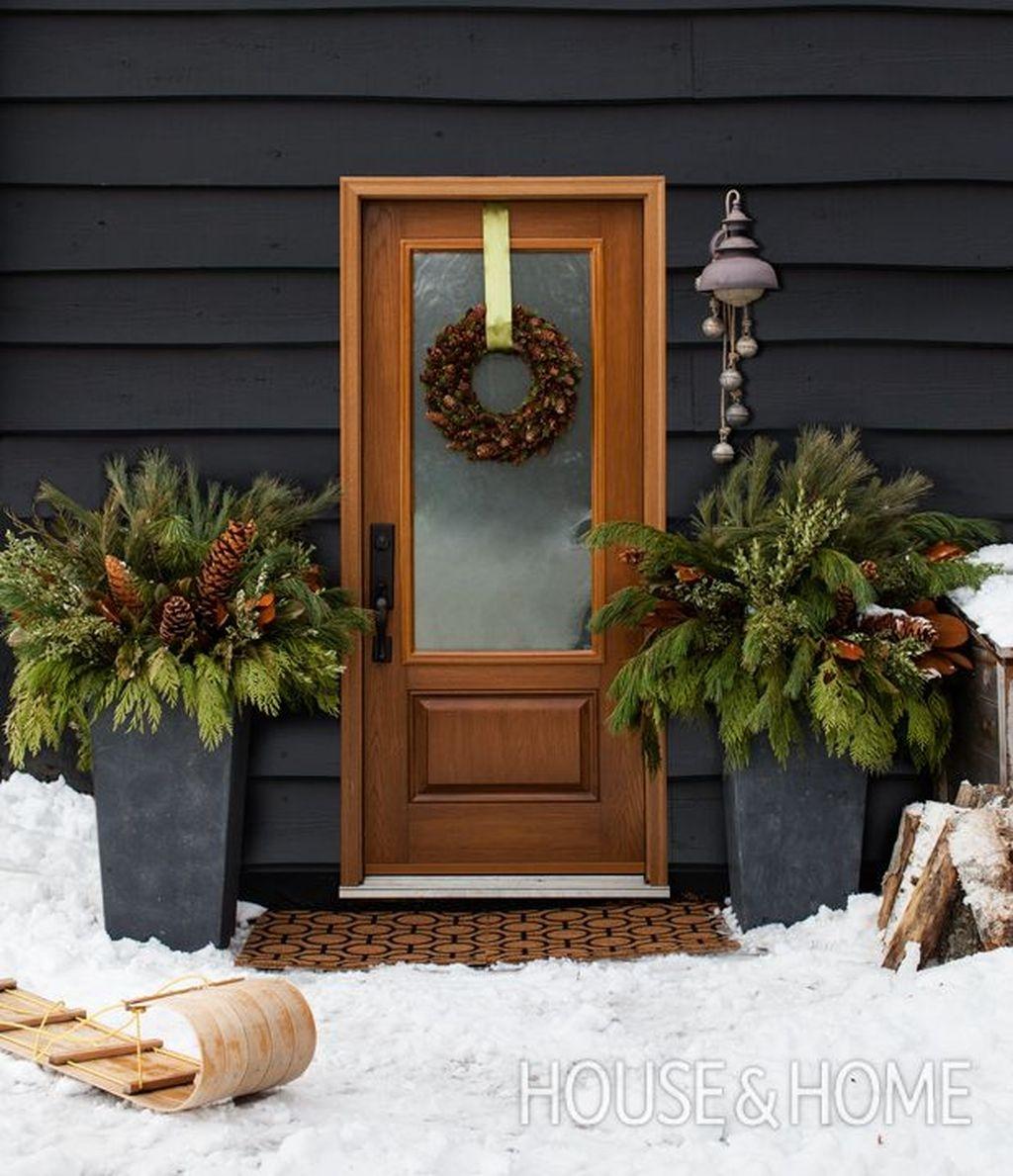 Popular Winter Front Door Decoration Ideas 08