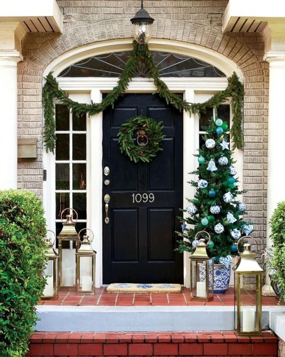 Popular Winter Front Door Decoration Ideas 18