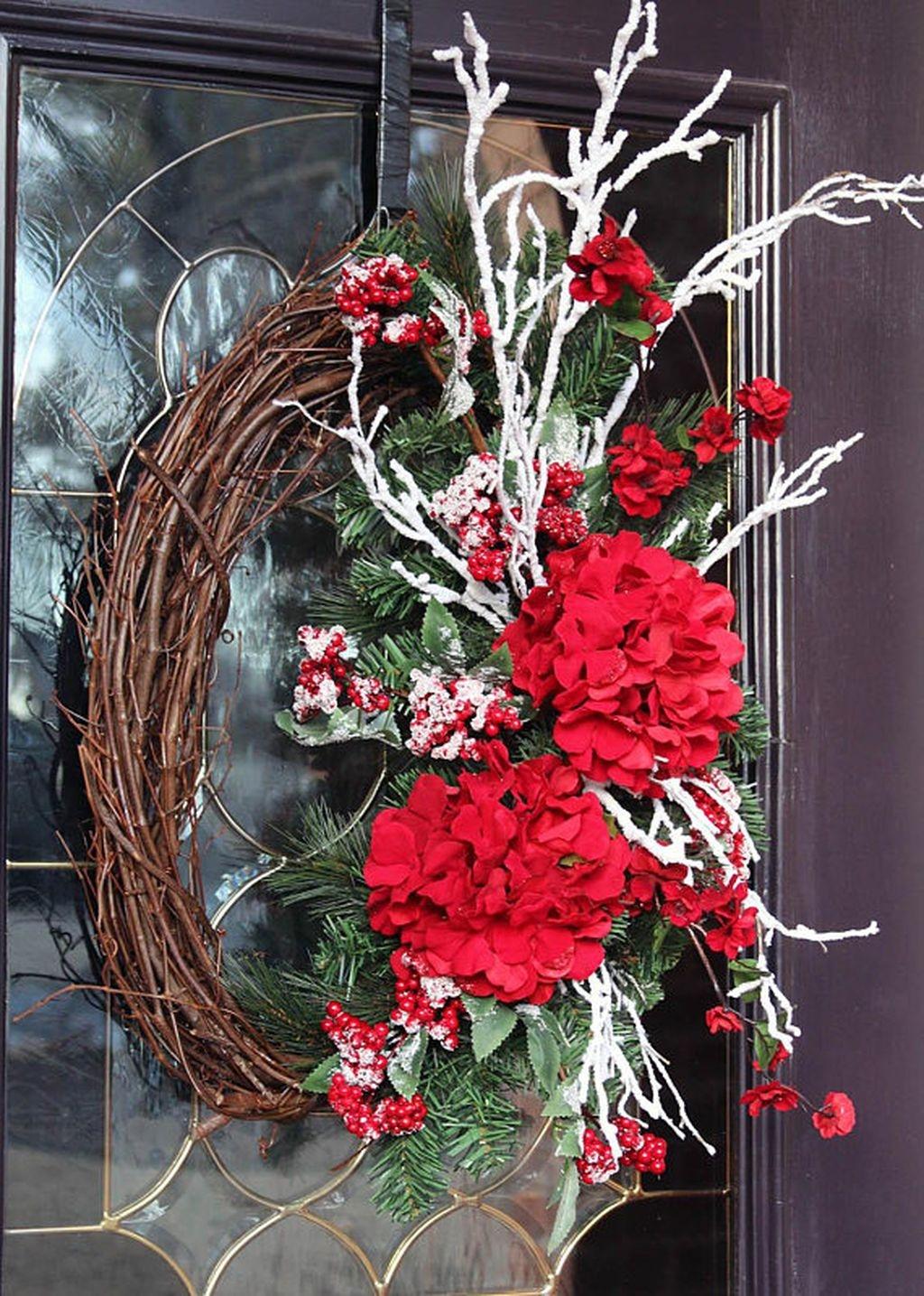 Popular Winter Front Door Decoration Ideas 23
