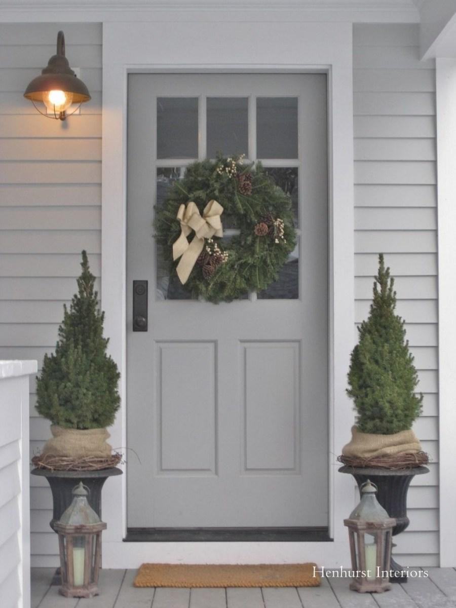 Popular Winter Front Door Decoration Ideas 30