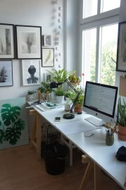 Stunning Winter Office Decorations That You Can Easily Make 08