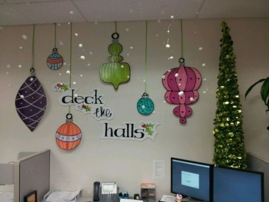 Stunning Winter Office Decorations That You Can Easily Make 18