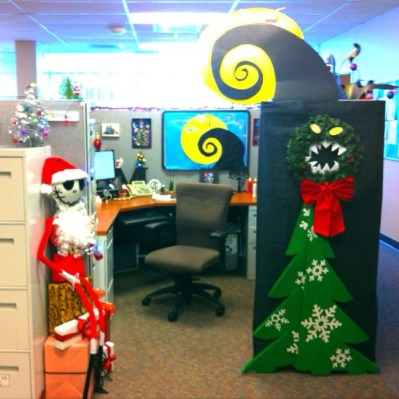 Stunning Winter Office Decorations That You Can Easily Make 26