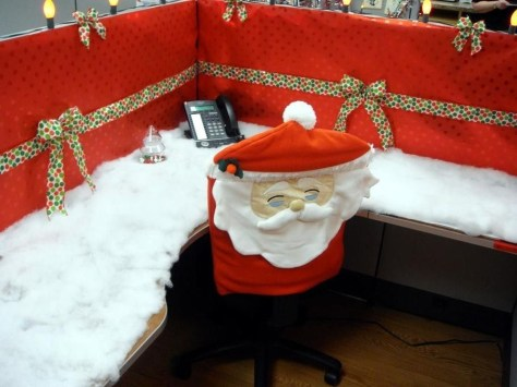 Stunning Winter Office Decorations That You Can Easily Make 40
