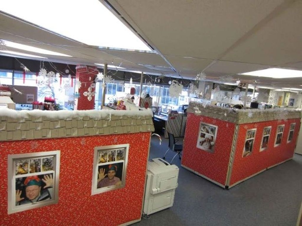Stunning Winter Office Decorations That You Can Easily Make 45