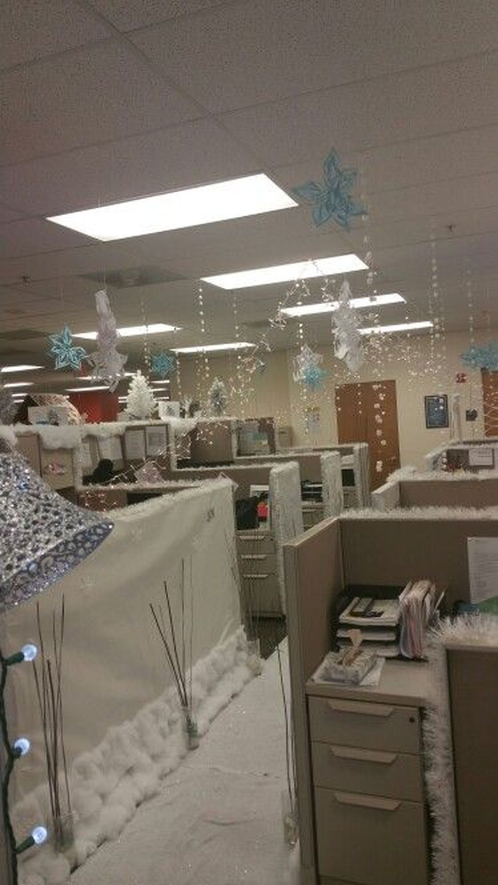 Stunning Winter Office Decorations That You Can Easily Make 50