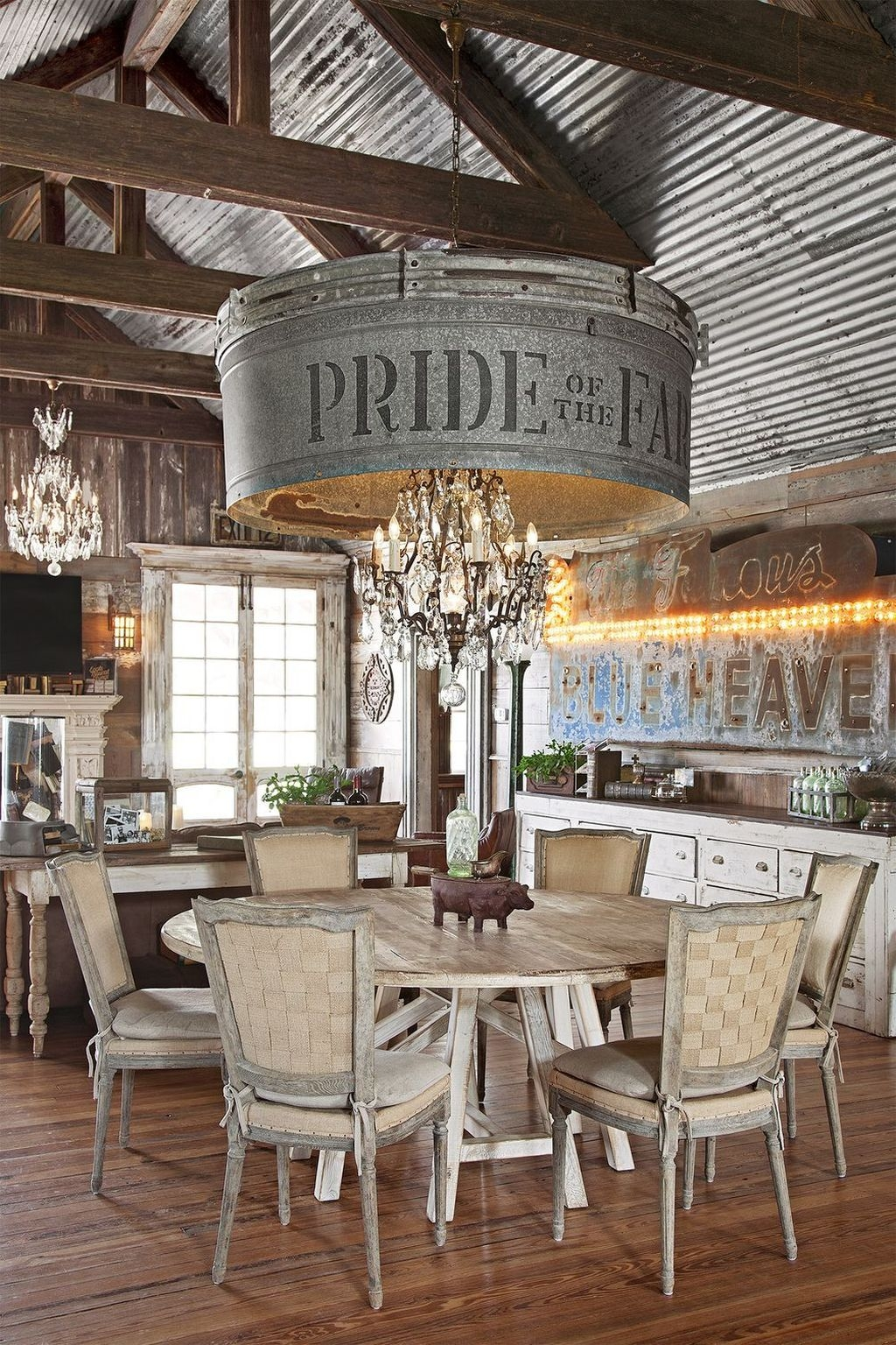 Amazing Rustic Dining Room Design Ideas 38