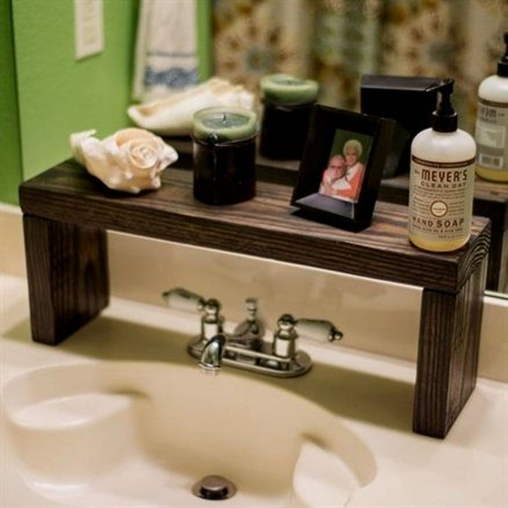 Awesome Hanging Bathroom Storage For Small Spaces 43