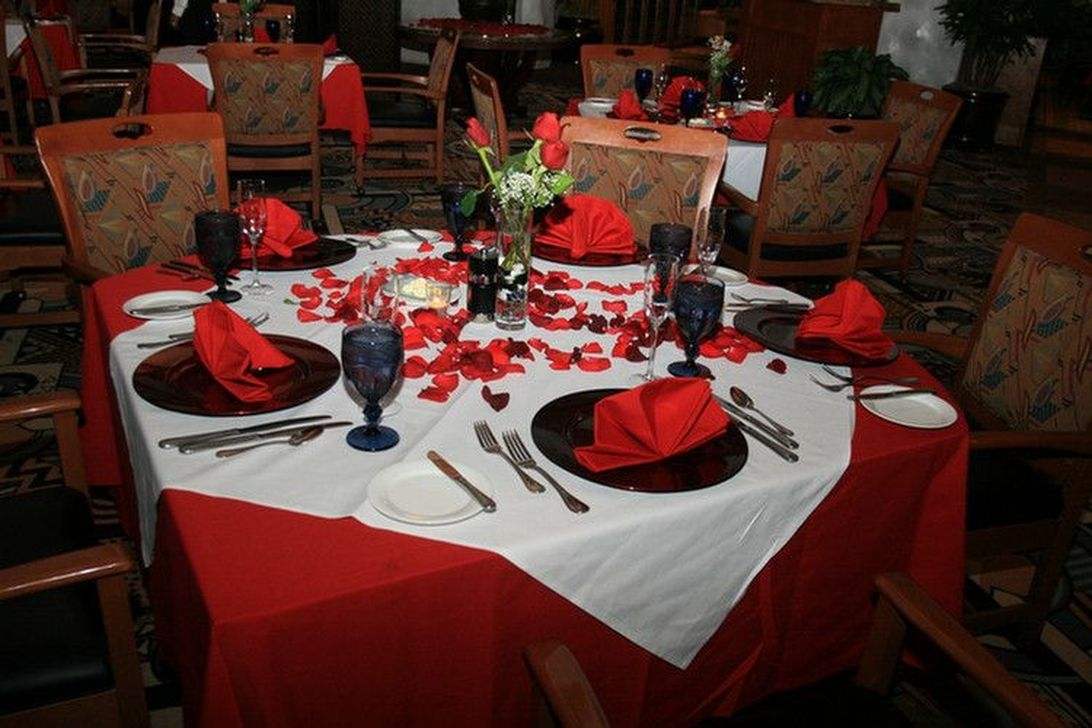 Beautiful Valentines Day Table Decor 06
