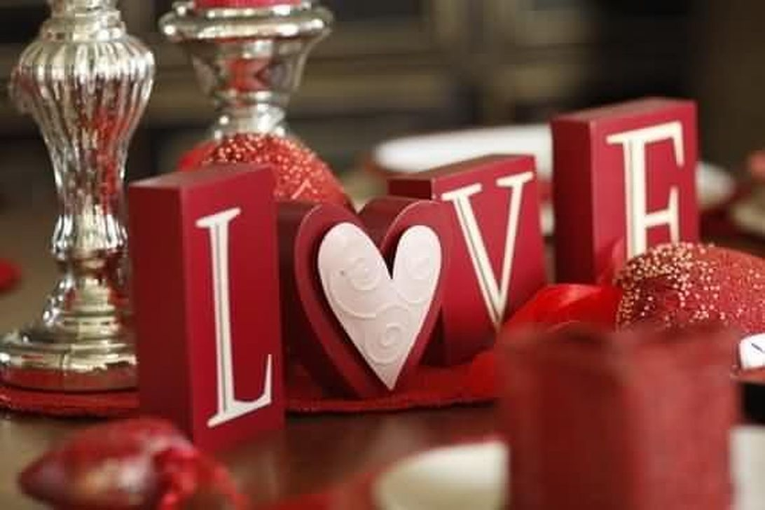 Beautiful Valentines Day Table Decor 44