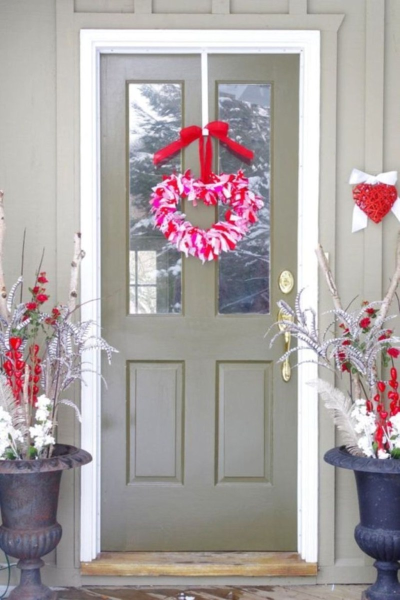Front Porch Valentines Day Decor With LOVE Word 01