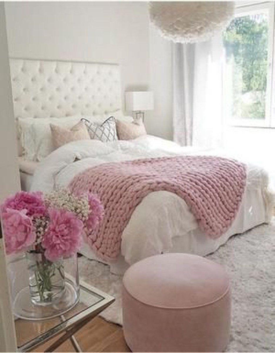 Pink Bedroom Decor You Can Try On Your Own 26