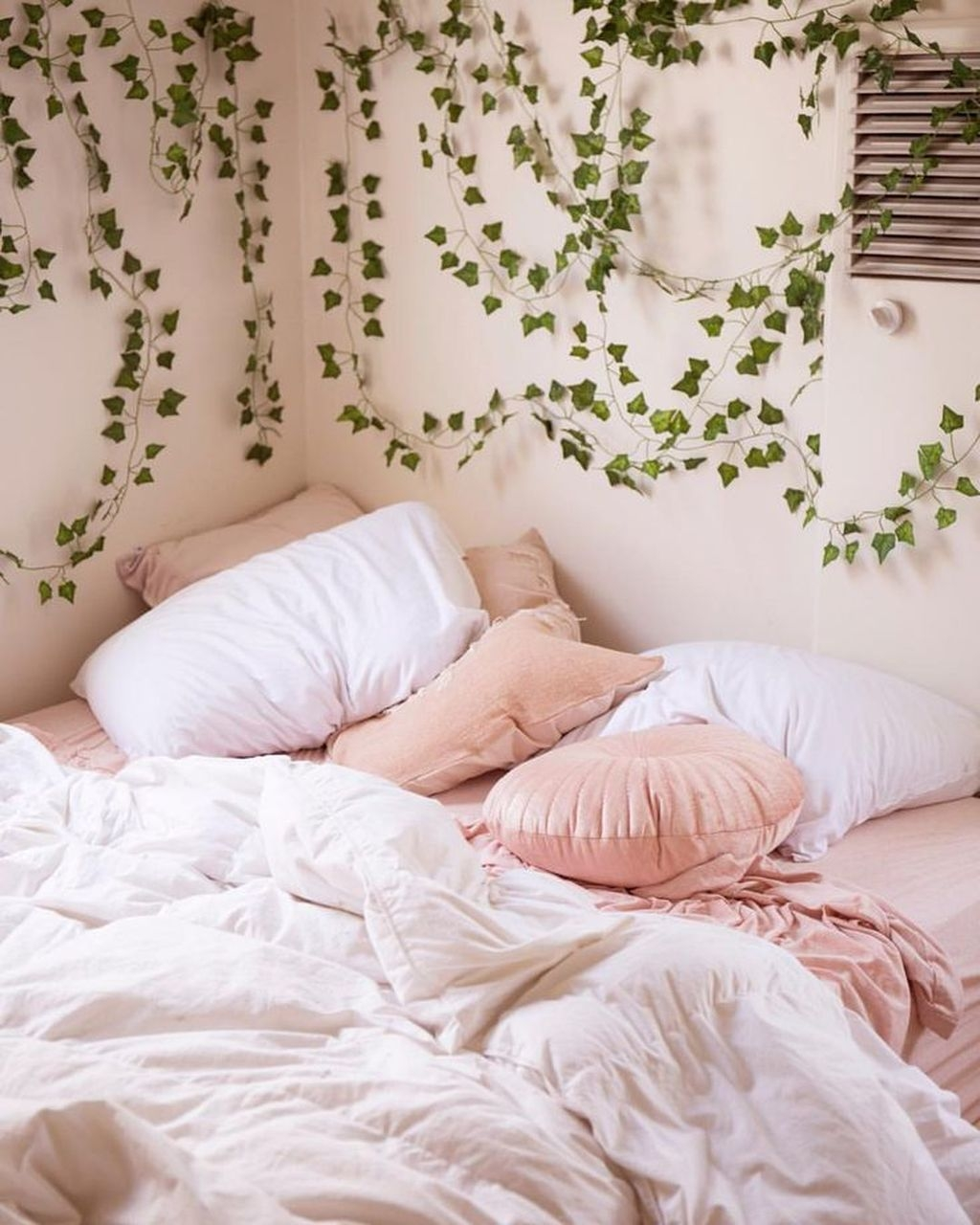 Pink Bedroom Decor You Can Try On Your Own 35