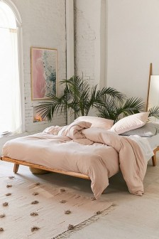 Pink Bedroom Decor You Can Try On Your Own 48