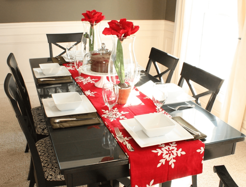 Romantic Valentines Day Dining Room Decor 01