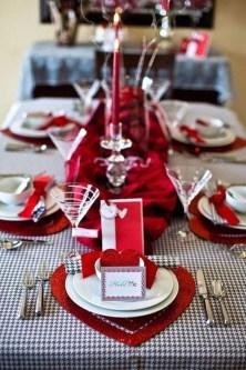 Romantic Valentines Day Dining Room Decor 17