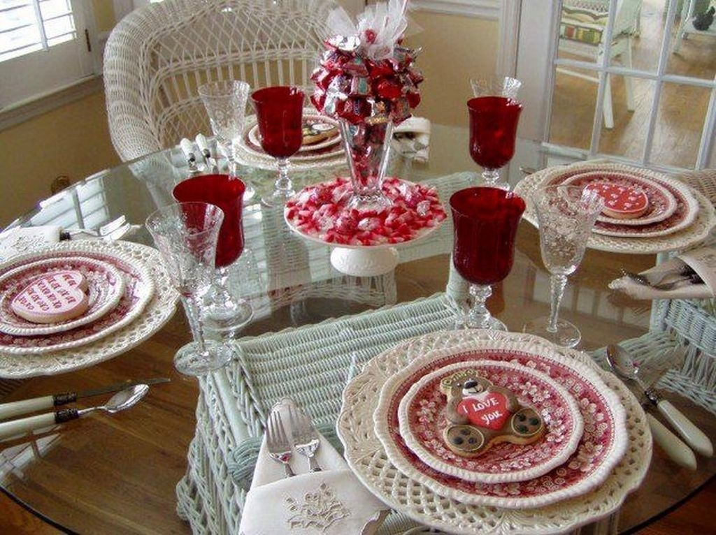 Romantic Valentines Day Dining Room Decor 18