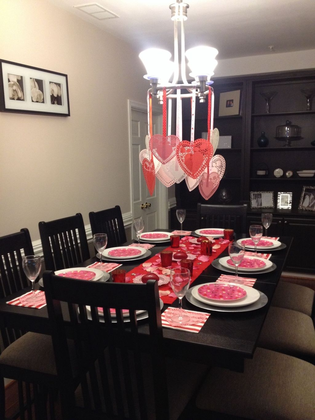 Romantic Valentines Day Dining Room Decor 27
