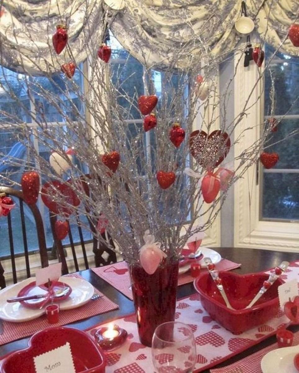 Romantic Valentines Day Dining Room Decor 29