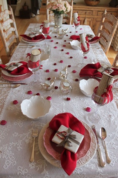Romantic Valentines Day Dining Room Decor 37