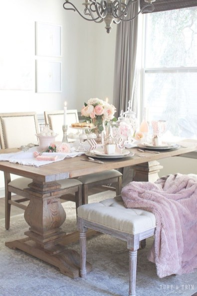 Romantic Valentines Day Dining Room Decor 40