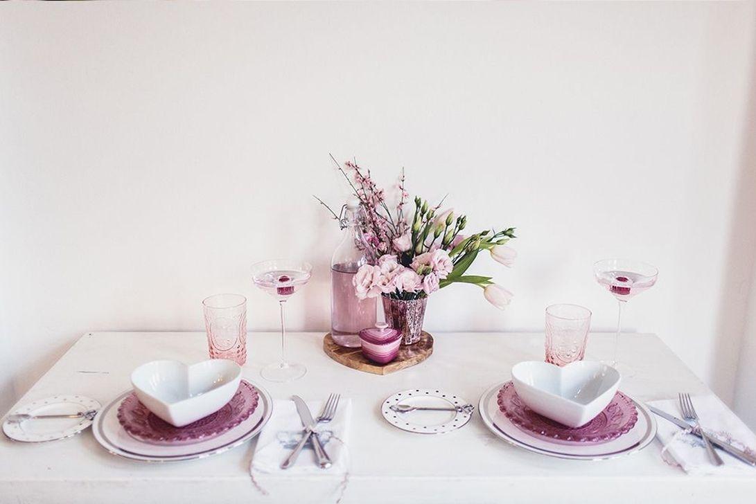 Romantic Valentines Day Dining Room Decor 47