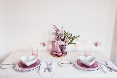 Romantic Valentines Day Dining Room Decor 47
