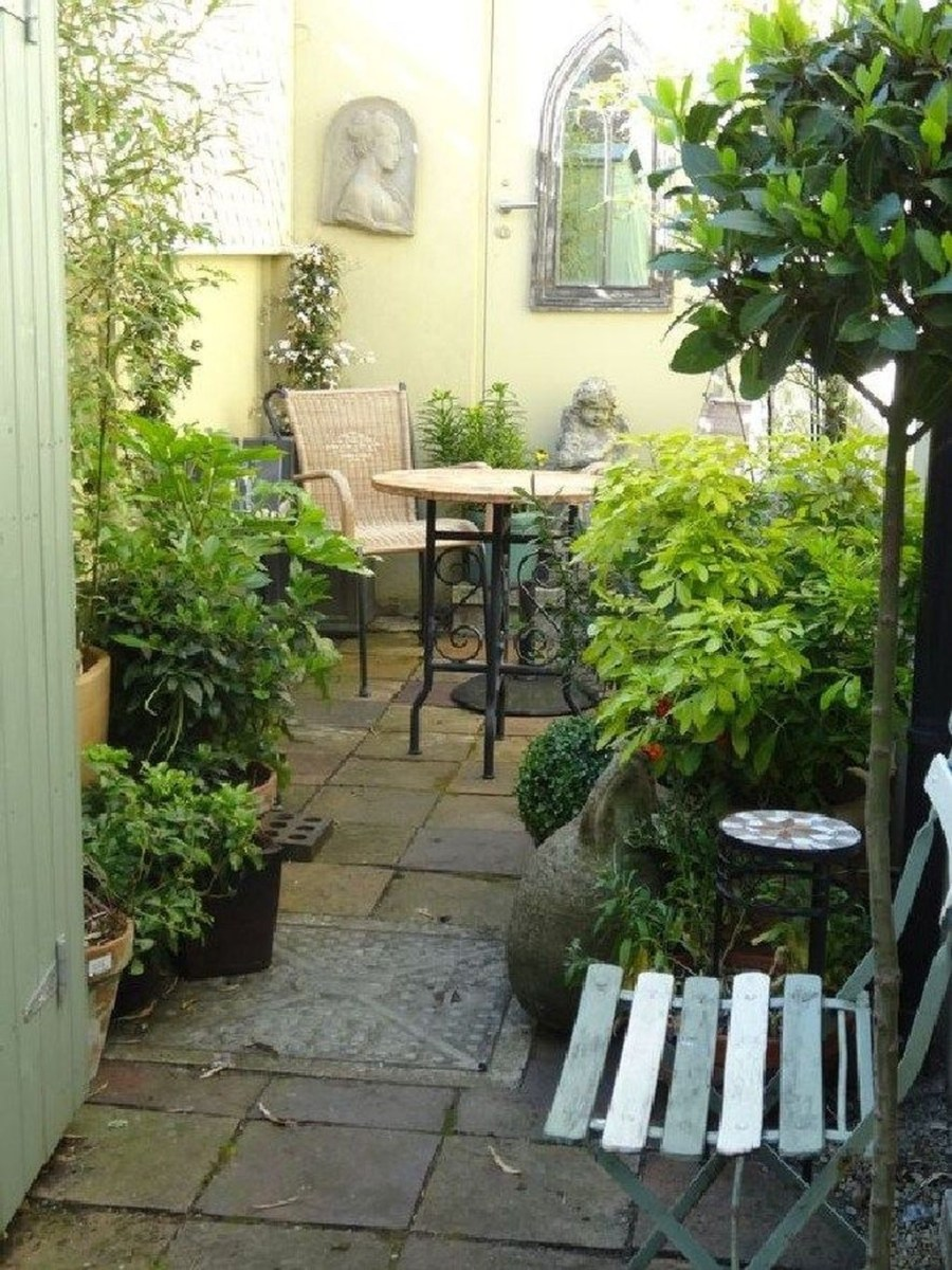 Tiny Yard Garden Design You Can Try Right Away 12
