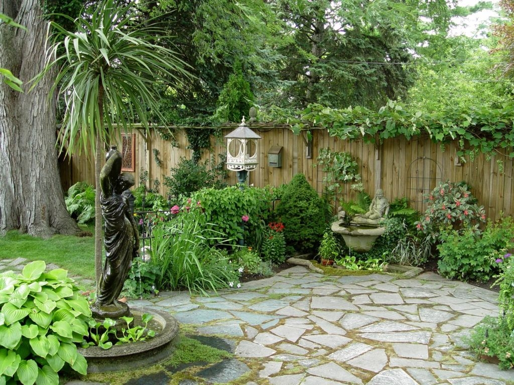 Tiny Yard Garden Design You Can Try Right Away 29