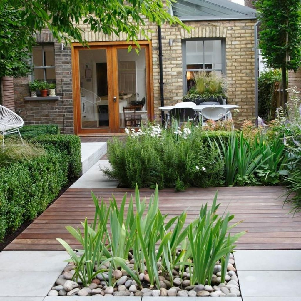 Tiny Yard Garden Design You Can Try Right Away 44
