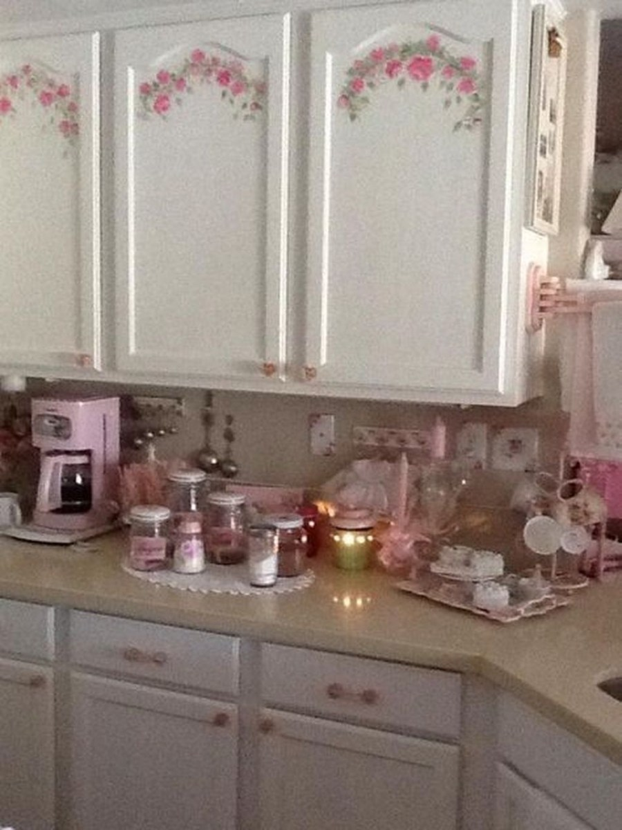 Upgrading Your Wall For Romantic Kitchen Decorations 33